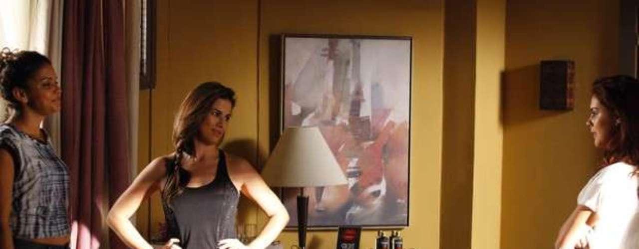 Após receber um celular deDemir (Tiago Abravanel) -a pedido de Morena (Nanda Costa) -, Waleska (Laryssa Dias) terá nas mãos a oportunidade de denunciar a máfia do tráfico de pessoas. No entanto, por um descuido ela quase é flagrada por Rosângela (Paloma Bernardi), enquantoligao aparelho