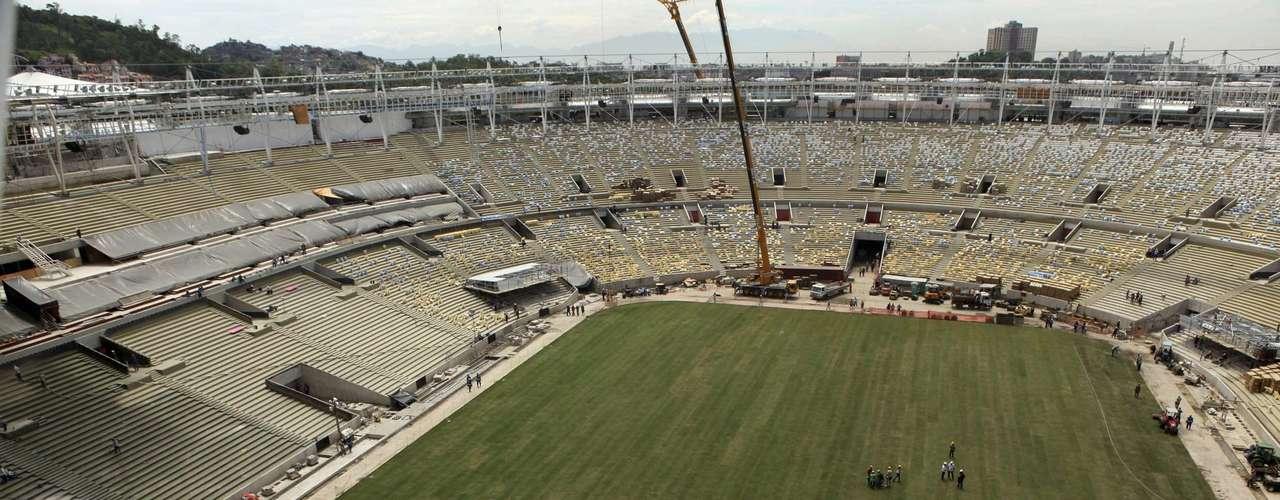 13 de março de 2013: visão aérea mostra Estádio do Maracanã já com grama recém-plantada. Navegue pelas próximaspáginas e veja fotos da evoluçãoda obra no local, sede da Copa das Confederações de 2013 e da Copa do Mundo de 2014: