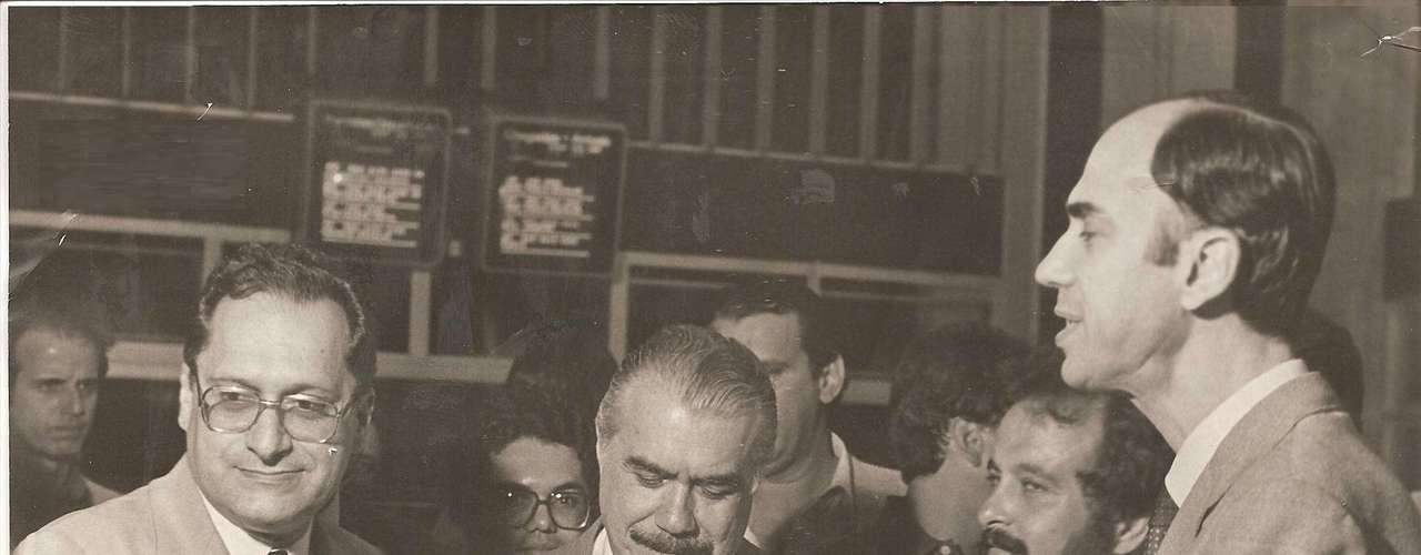 Roberto Magalhães, um dos governadores eleitos em 1982, ao lado de José Sarney e Marco Maciel