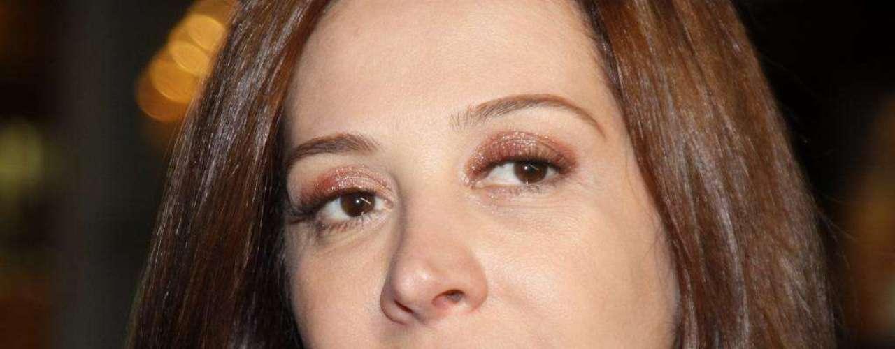 Em 2011, a atriz Claudia Raia, que exibe aparência sempre impecável, passou batom demais e seus dentes ficaram manchados. Ela foi assim para uma entrevista coletiva e os fotógrafos flagraram o excesso