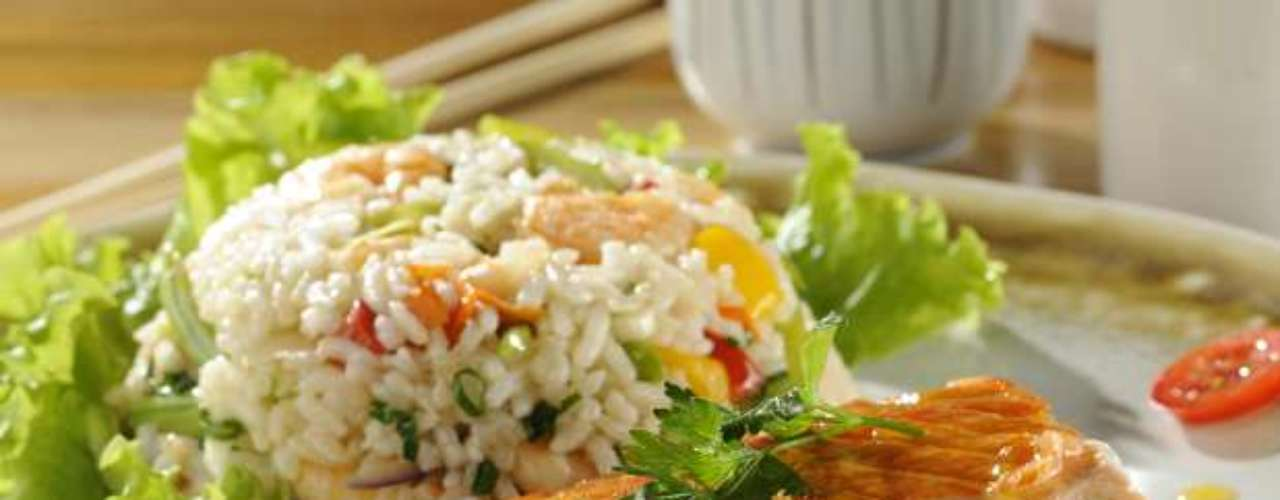 Facilmente preparado, o salmão com molho de maracujá substitui o bacalhau como prato principal