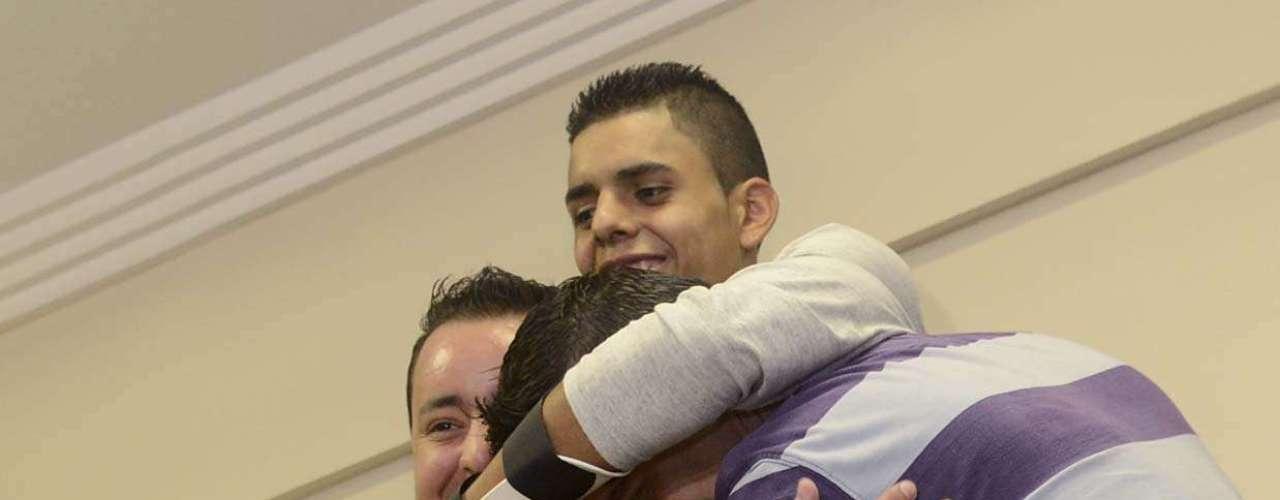 26 de março - David se emocionou ao reencontrar Agenor e o técnico de enfermagem Thiago Chagas dos Santos, que prestou os primeiros socorros ao ciclista