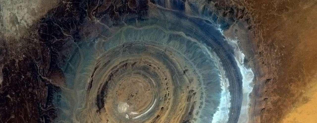 O astronauta Chris Hadfield captou uma bela imagem da Estrutura Richat, apelidada de \