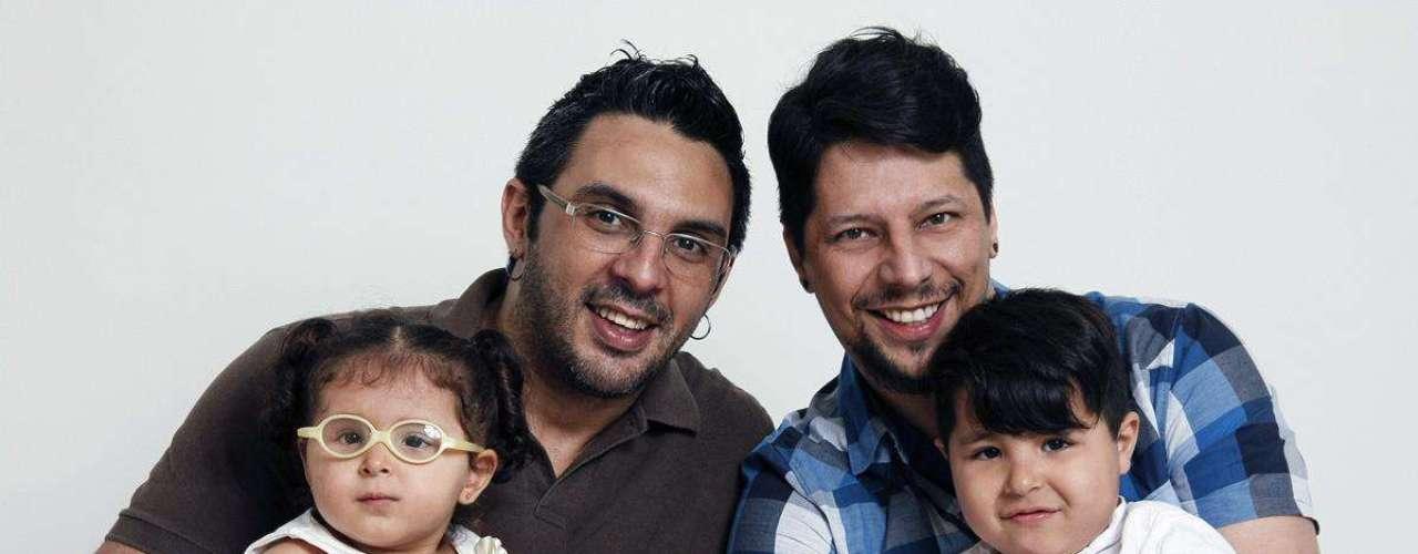 Família formada por dois pais e duas crianças se manifesta contra o pastor Marco Feliciano