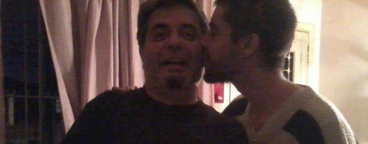 Este homem manifestou seu apoio ao filho gay e protestou contra Feliciano