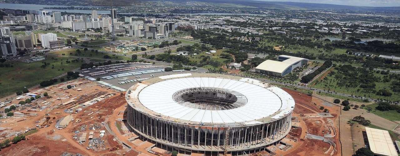 27 de março de 2013: cobertura branca do estádio também irá liberar a passagem de iluminação natural e refletir os raios solares, o que reduzirá o calor interno e a necessidade do uso de ar-condicionado ou outro tipo de ventilação artificial