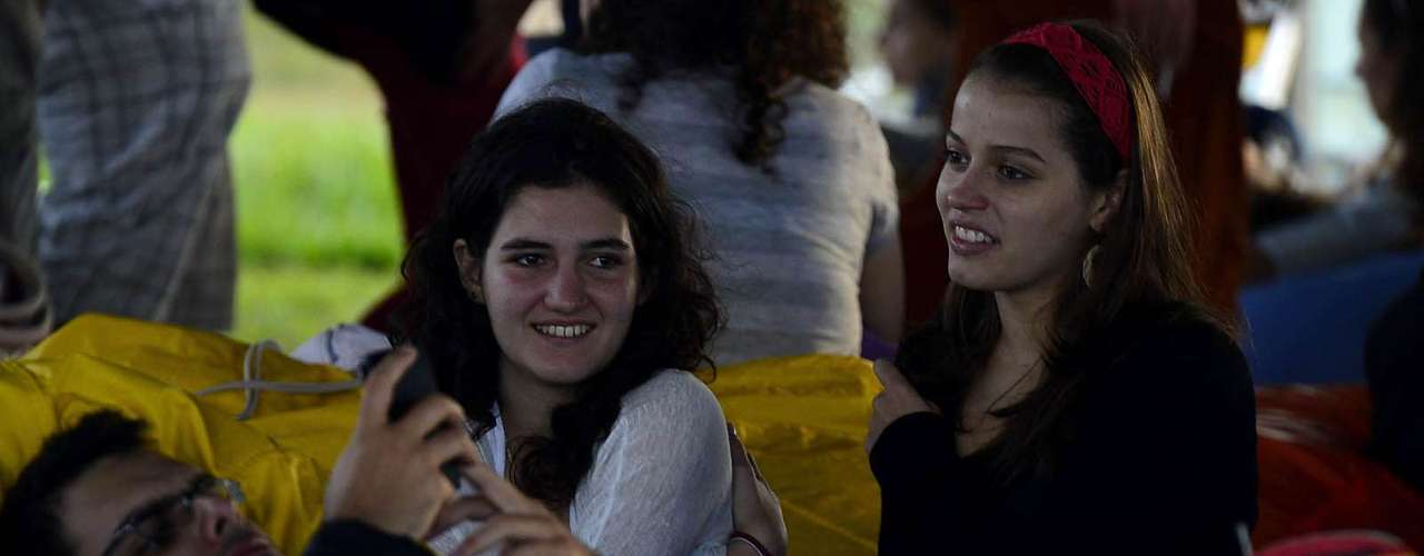 Público aproveita o lounge disponível no festival Lollapalooza para descansar, nesta sexta-feira (29), no Jockey Club da capital paulista
