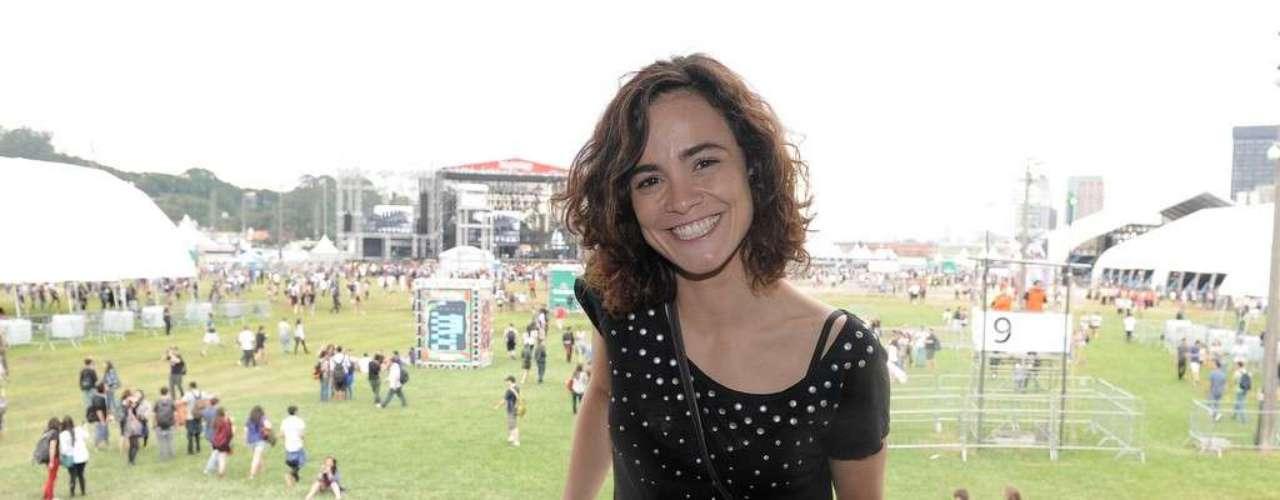 O festival Lollapalooza começou a todo vapor no Jockey Club de São Paulo, na zona sul da capital paulista. O evento, que terá três dias de duração, recebeu a primeira etapa de apresentações nesta sexta-feira (29), com a presença de vários famosos. Na foto, a atriz Alice Braga