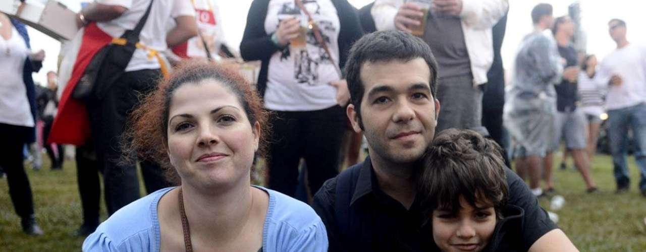 Pelo segundo ano consecutivo, o casal Alexandre e Janine Boggio resolveu levar o filho, Pedro, 7 anos, ao Lollapalooza, cuja edição de 2013 teve início nesta sexta-feira (29), no Jockey Club de São Paulo
