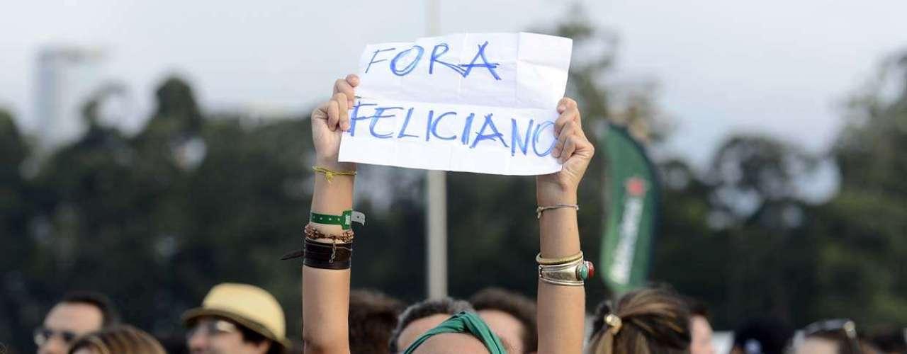 Jovem protesta e pede a saída dodeputado Pastor Marco Feliciano (PSC-SP) na presidência da Comissão de Direitos Humanos (CDH) da Câmara