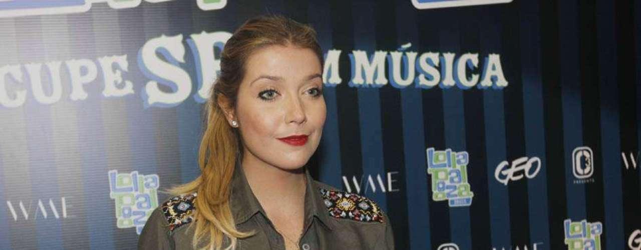 Neste sábado (30), segundo dia do festival Lollapalooza Brasil 2013, o Jockey Club de São Paulo recebeu alguns famosos. Na foto, a cantora Luiza Possi