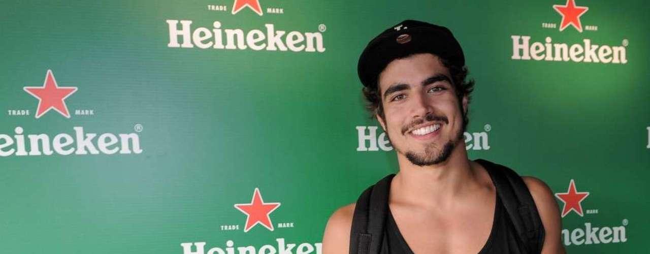 Famosos compareceram ao último dia de Lollapalooza, no Jockey Club de São Paulo, neste domingo (31). Na foto, Caio Castro