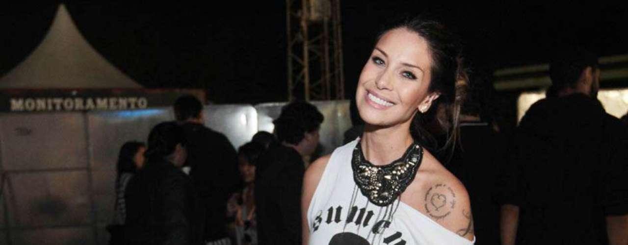 Famosos compareceram ao último dia de Lollapalooza, no Jockey Club de São Paulo, neste domingo (31). Na foto, a ex-panicat Lizzi Benites