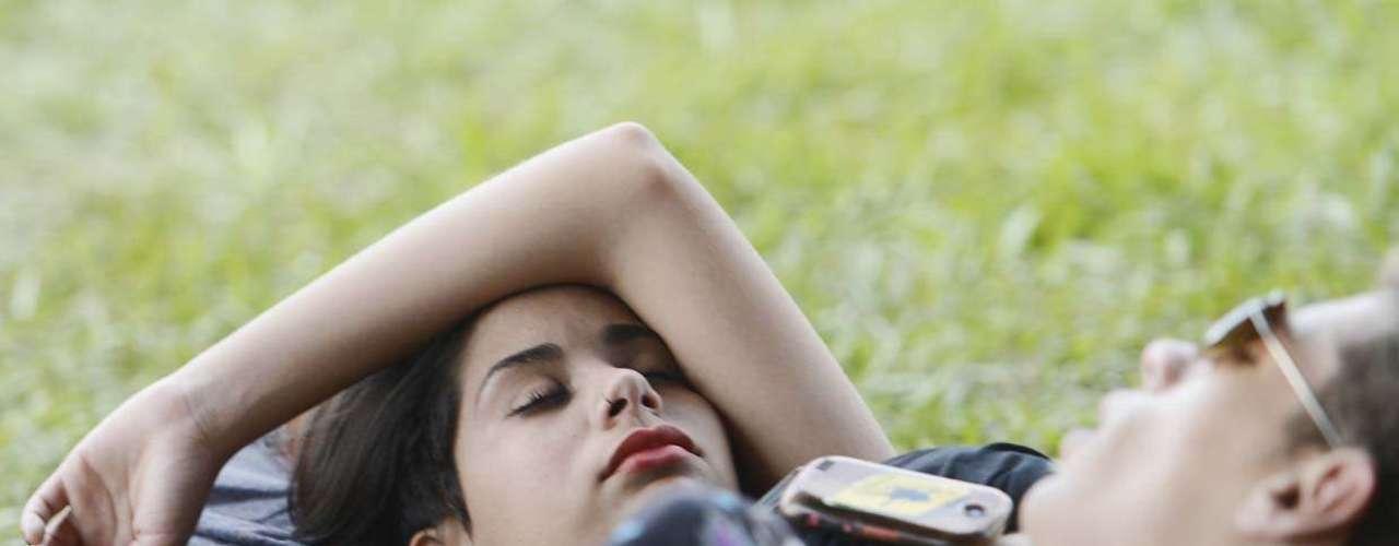 No terceiro e último dia de Lollapalooza, neste domingo (31), o público demonstrou cansaço no início da tarde e aproveitou para descansar em lounges, escadas e na grama