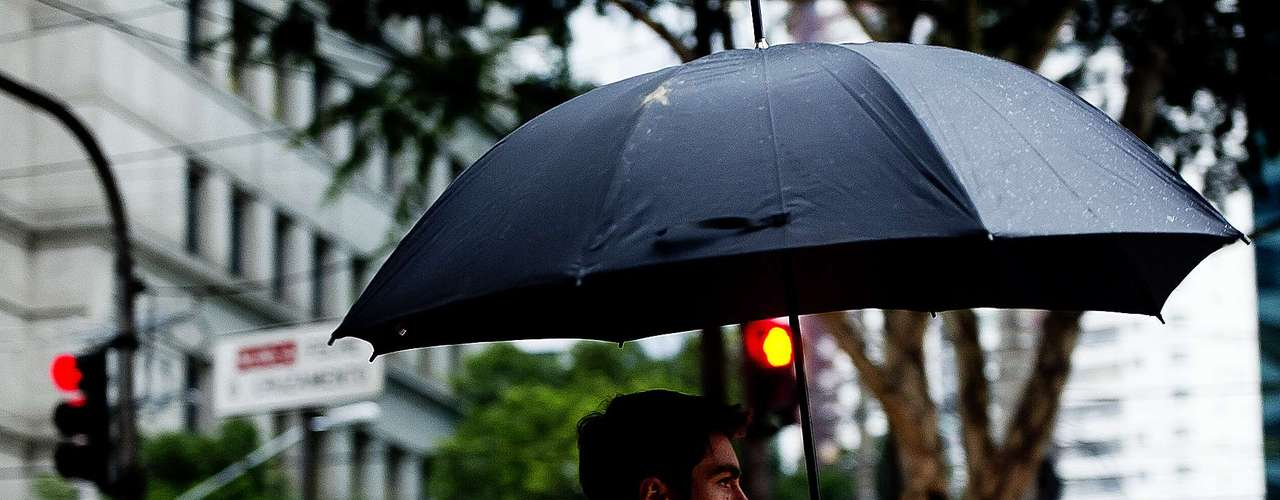 03 de abril Chuva que caiu em alguns bairros de São Paulo nesta quarta-feira fez com que a prefeitura colocasse algumas subprefeituras em estado de atenção para alagamentos