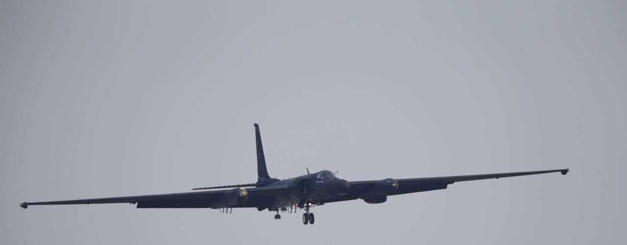 3 de abril -Veículo aéreo de reconhecimento U-2 retorna à base de Osan após participar de exercício militar