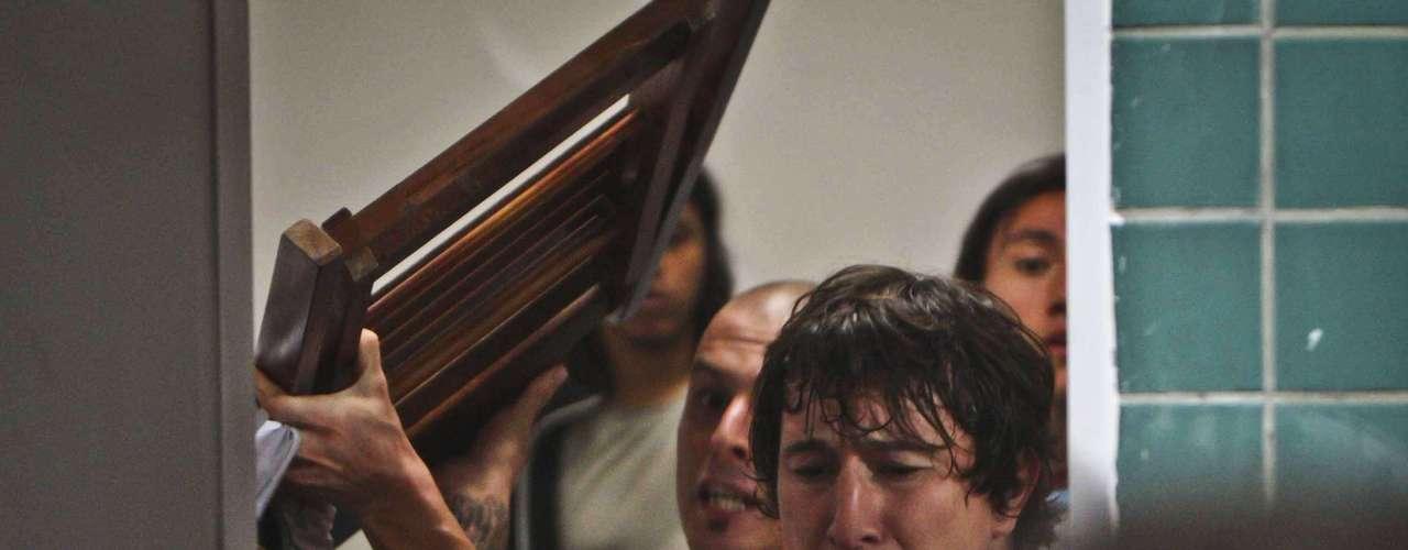 Jogadores argentinos atiraram até mesmo uma cadeira contra os policiais