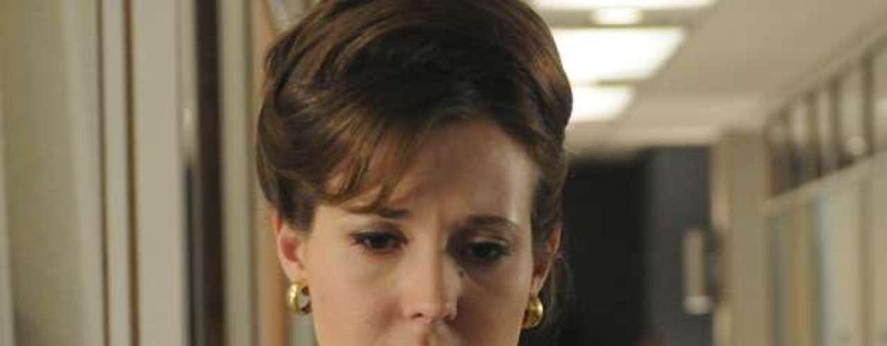 Secretária de Don Draper, Allison se envolve na vida pessoal do publicitário após ele se divorciar de Betty, até mesmo comprando presentes para os filhos do chefe. Em uma festa de Natal da agência, Don esquece suas chaves e Allison vai até a sua casa entregá-las. O ato de bondade da secretária acaba evoluindo para uma noite de sexo entre os dois, mas Don, no dia seguinte, trata a secretária de modo superficial, como se nada tivesse acontecido. Apesar de decepcionada, ela encara tudo de modo profissional, mas acaba pedindo demissão