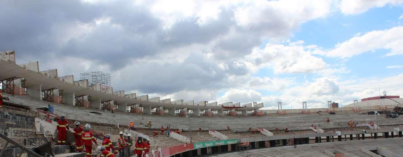 5 de abril de 2013:com as rampas de acesso que já existiam, será possível evacuar o estádio em oito minutos, como determina o padrão FIFA para este tipo de estádio