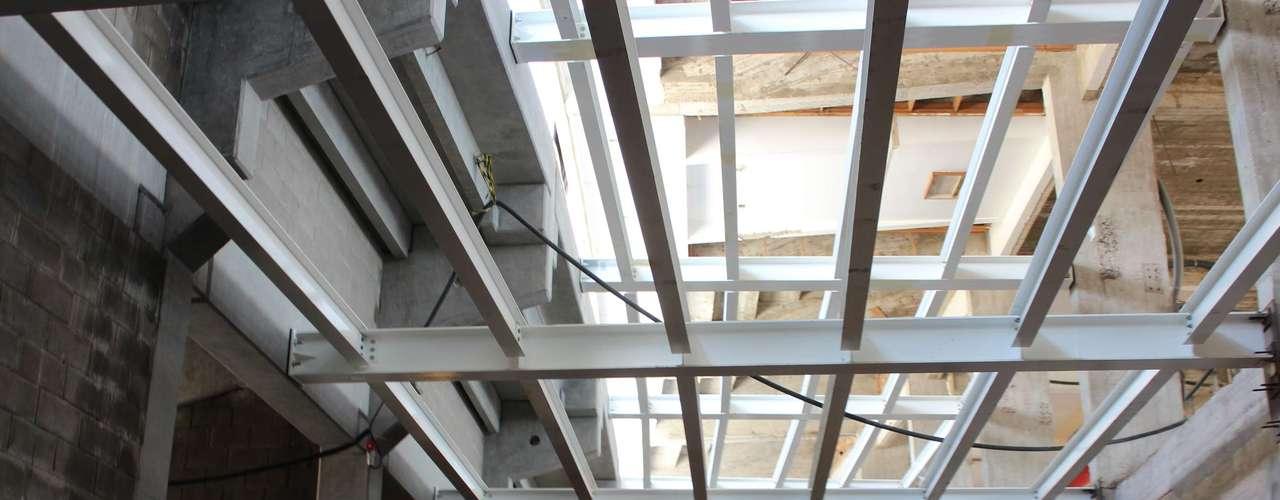 5 de abril de 2013:no segundo semestre devem ser colocadas as partes superiores desta estrutura, para que depois seja instalada a cobertura feita de um material chamado PTFE, uma espécie de teflon