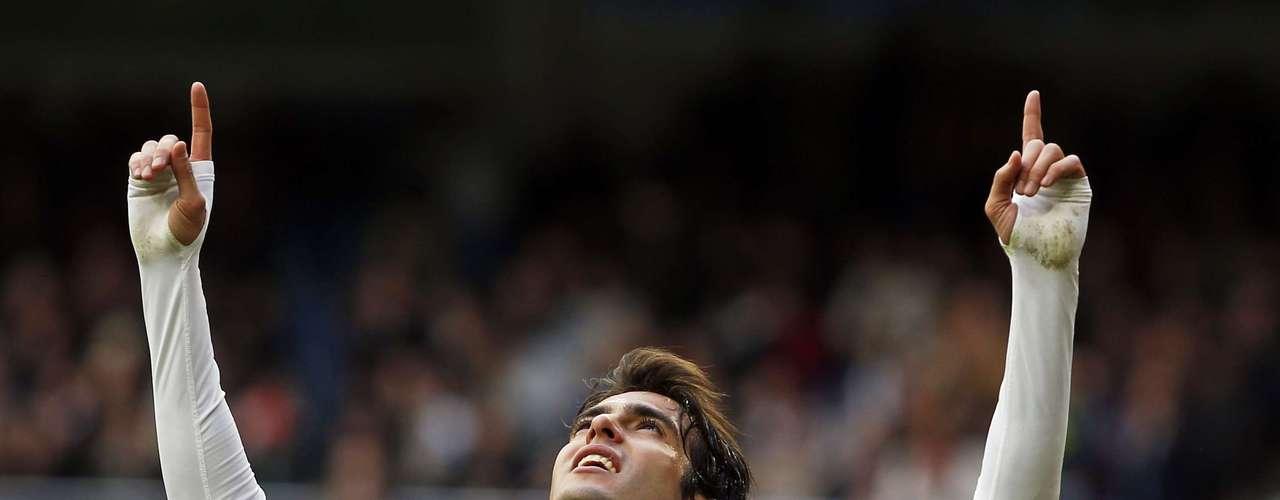 Kaká teve a chance de sair jogando, já que José Mourinho poupou titulares para a partida de terça-feira contra o Galatasaray