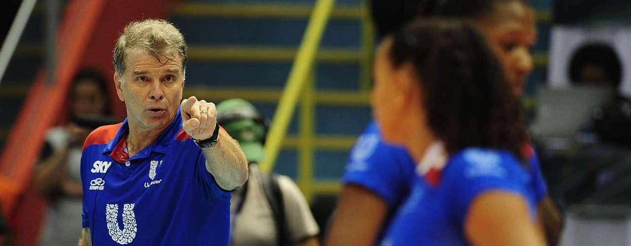 Time do técnico Bernardinho foi dominado nos dois primeiros sets, mas mostrou reação impressionante para ficar com o título