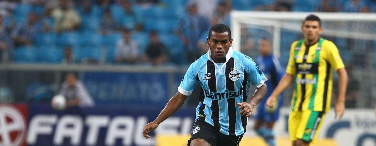 Além de ter feito o gol gremista, Fernando quase marcou o segundo gol tricolor no fim da partida, mas o goleiro do Cerâmica fez ótima defesa