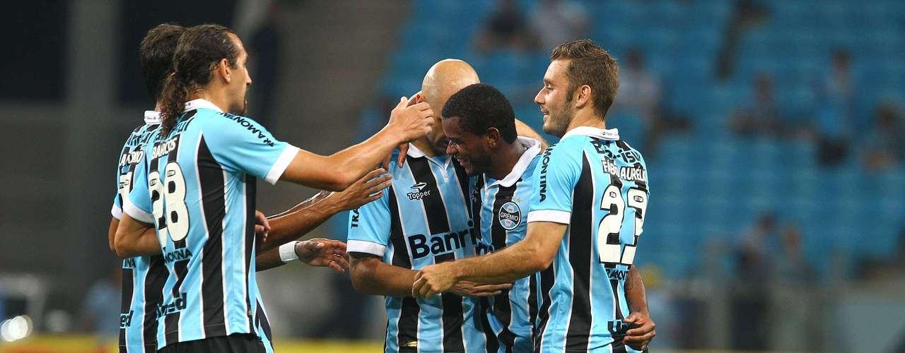 Com início truncado, o Grêmio só conseguiu o gol aos 25min do primeiro tempo.Fernando cobroufalta para a área, o zagueiro do Cerâmica Alexandre tentou afastar, mas acaboumarcandogol contra. O árbitro, no entanto, deu o gol para o volante gremista