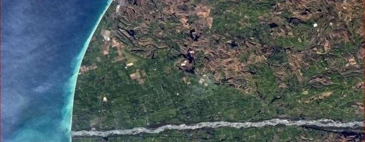 Esta área no sul da Nova Zelândia se assemelha a um transferidor (um instrumento de medida), pondera Chris Hadfield