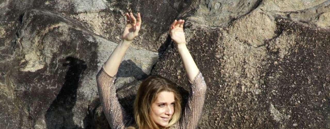 Abril 2013 -Letícia Spiller fez um ensaio fotográfico na praia de Grumari, no Rio de Janeiro