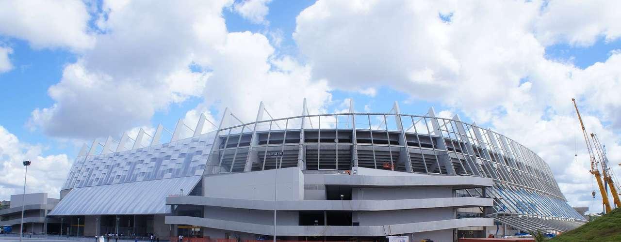14 de abril de 2013: Arena Pernambuco ainda passa por algumas reformas do lado de fora do estádio