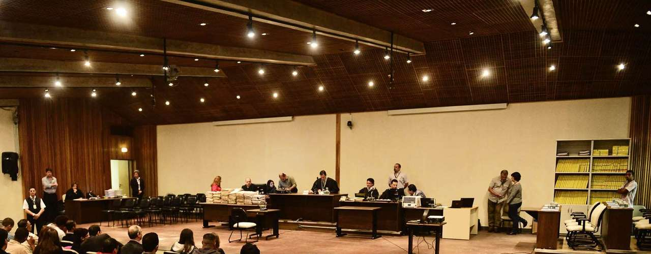 15 de abril -Julgamento de 26 policiais militares pelo massacre doCarandiru começou às 10h40desta segunda-feira no Fórum Criminal da Barra Funda (zona oeste)