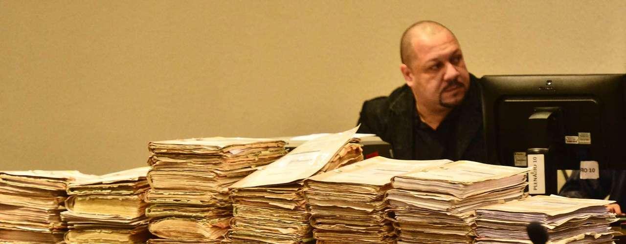 15 de abril -Ao todo, 23 testemunhas foram convocadas para depor, sendo 10 de defesa e 13 do Ministério Público, responsável pela acusação