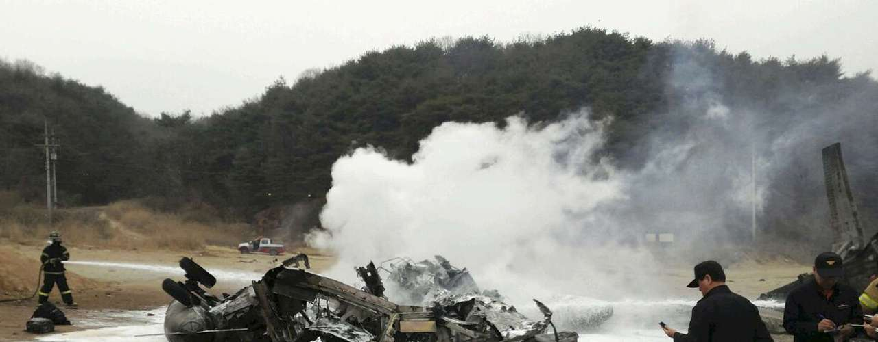 16 de abril -A aeronave, um CH-53, caiu em Cheolwon, localidade que fica a 88 quilômetros da fronteira com a Coreia do Norte