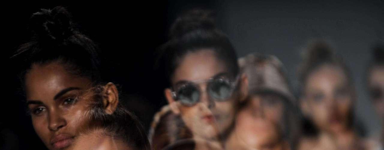 A marca estreou no Fashion Rio em junho de 2008, com a coleção de verão 2009