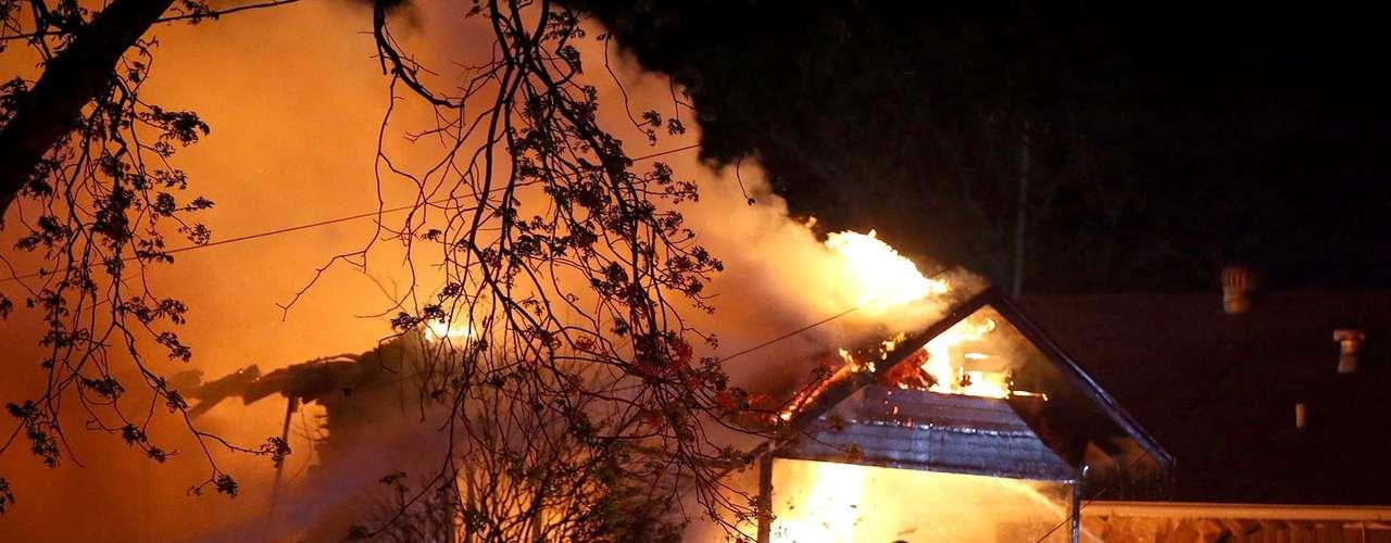 17 de abril -Incêndio se espalhou para casas na vizinhança