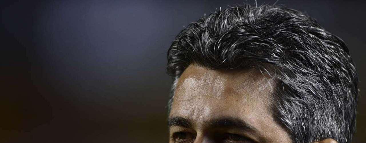 Ney Franco (São Paulo) Criticado pela torcida são-paulina, que já chegou a cantar o nome de Muricy Ramalho no Morumbi, o técnico Ney Franco seria desejo do Santos para assumir a equipe