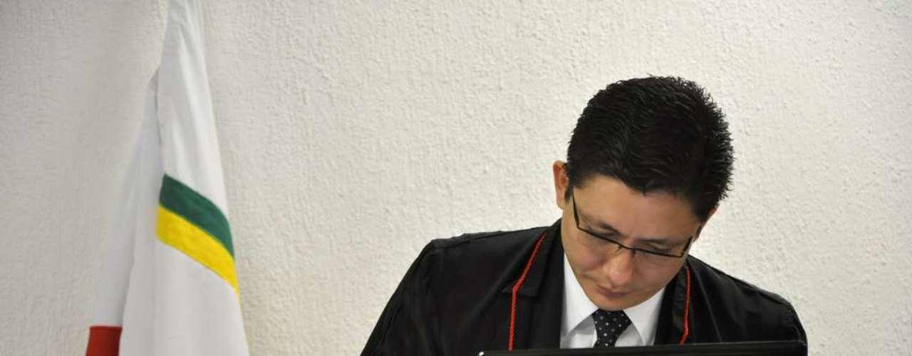 22 de abril -Promotor Henry Vasconcelos durante julgamento de Bola