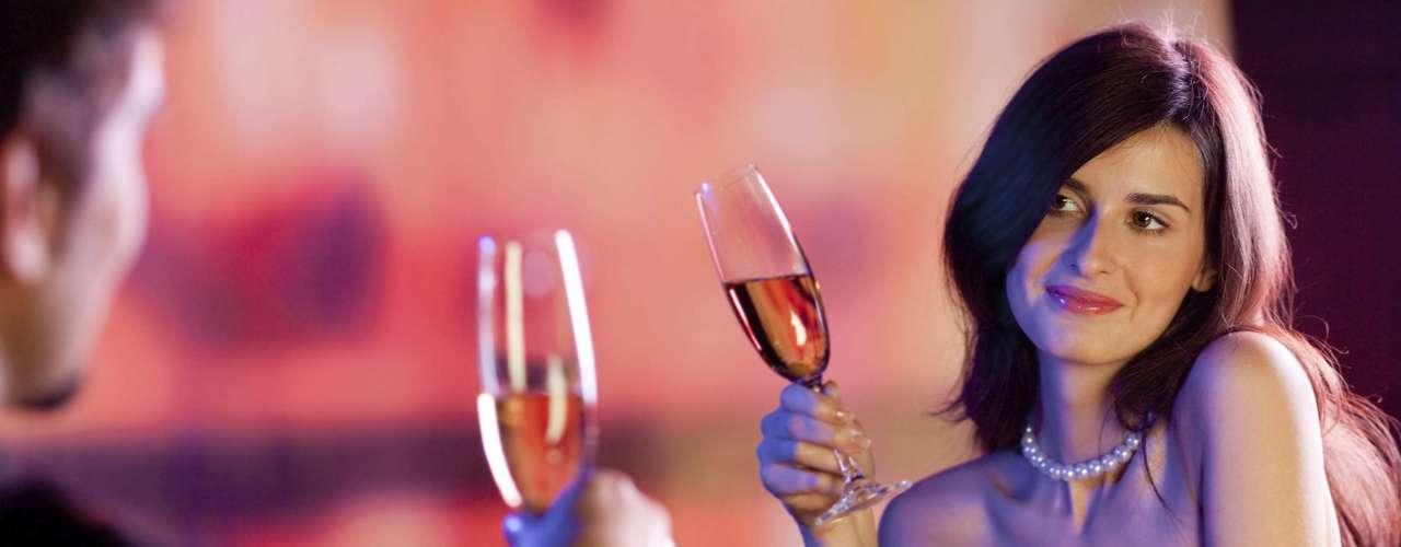 Flerte Você pode não estar pronta para namorar agora, mas flertar vai elevar sua autoestima e animá-la a conhecer pessoas