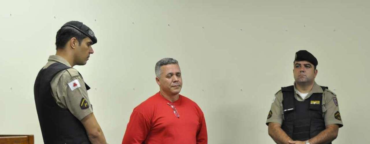 22 de abril - Ex-policial Bola se manteve com semblante fechado durante o primeiro dia de julgamento