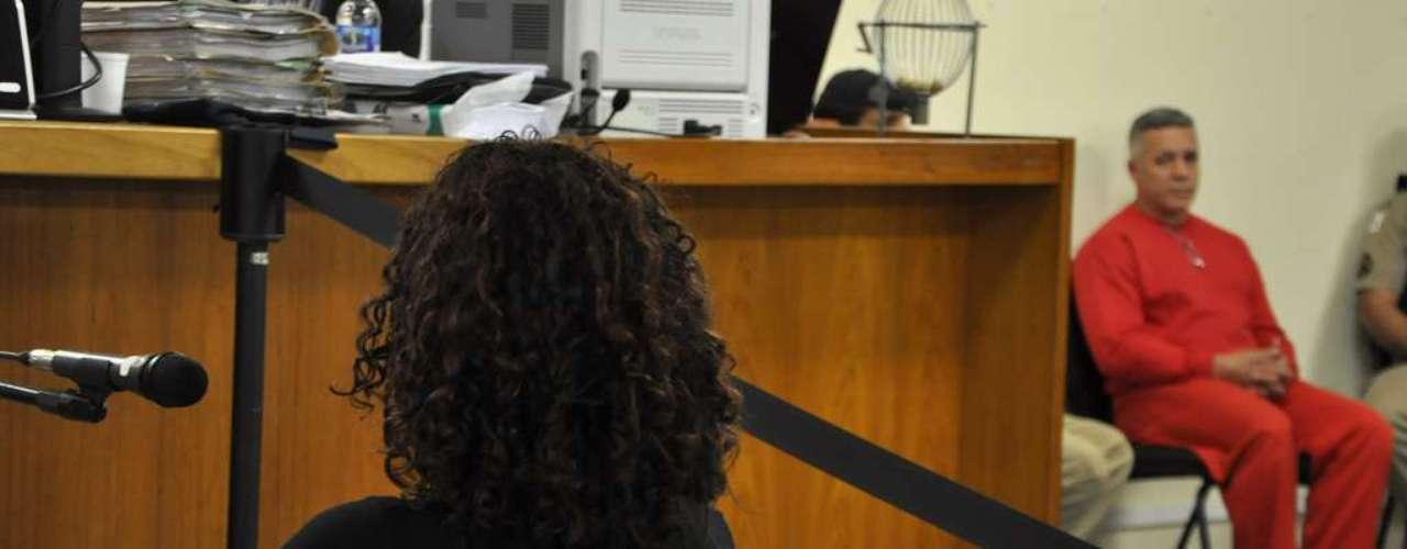22 de abril - Delegada Ana Maria, de costas, durante o seu depoimento nesta segunda-feira