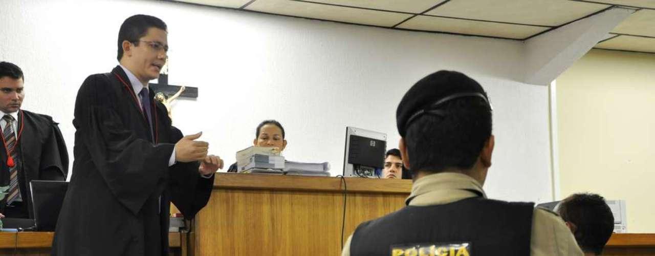 23 de abril - Promotor Henry Vasconcelos faz questionamentos a Jaílson, ex-colega de cela de Bola