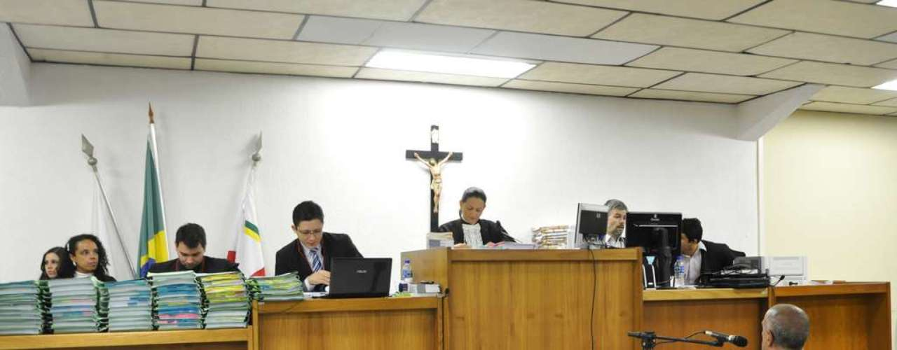 24 de abril - Sessão nesta quarta-feira começou por volta das 9h30