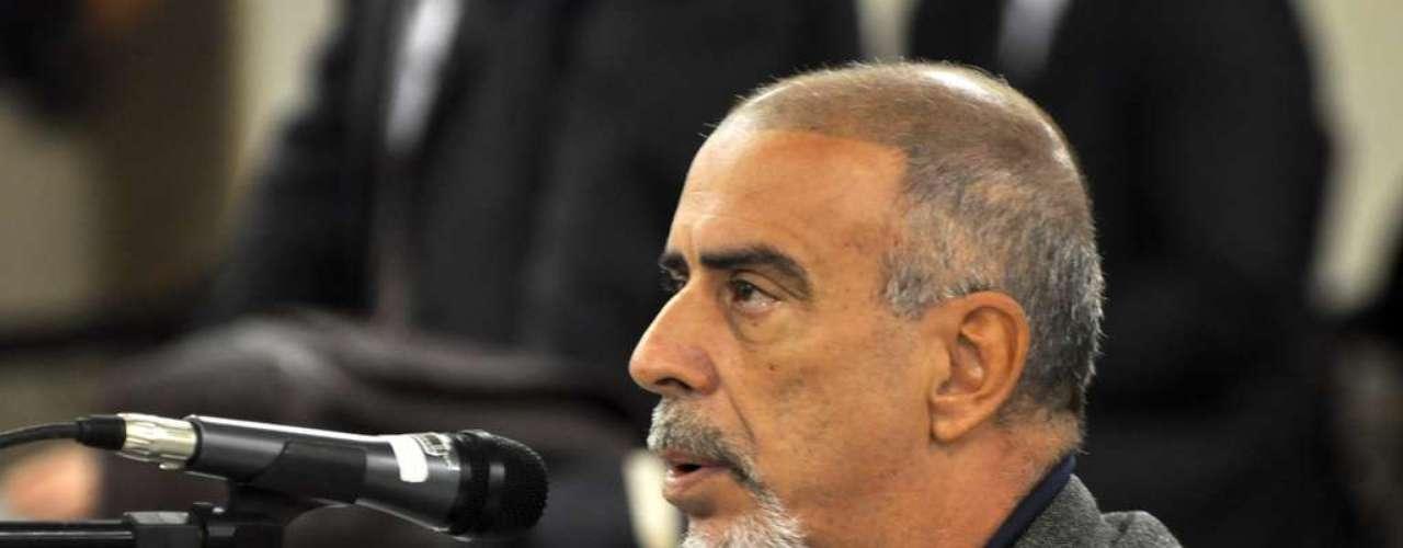 24 de abril - Jornalista José Cleves da Silva foi o primeiro a ser ouvido, testemunha arroladapela defesa do réu