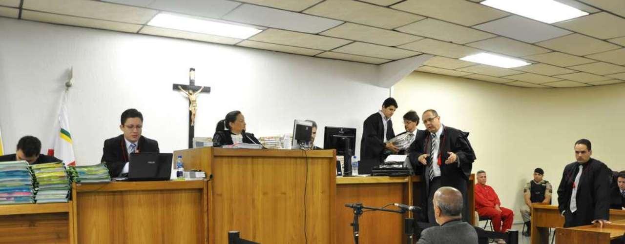 24 de abril - Aintenção dos 12 advogados de Bola é mostrar os erros e maldades do Edson Moreira nas duas investigações\