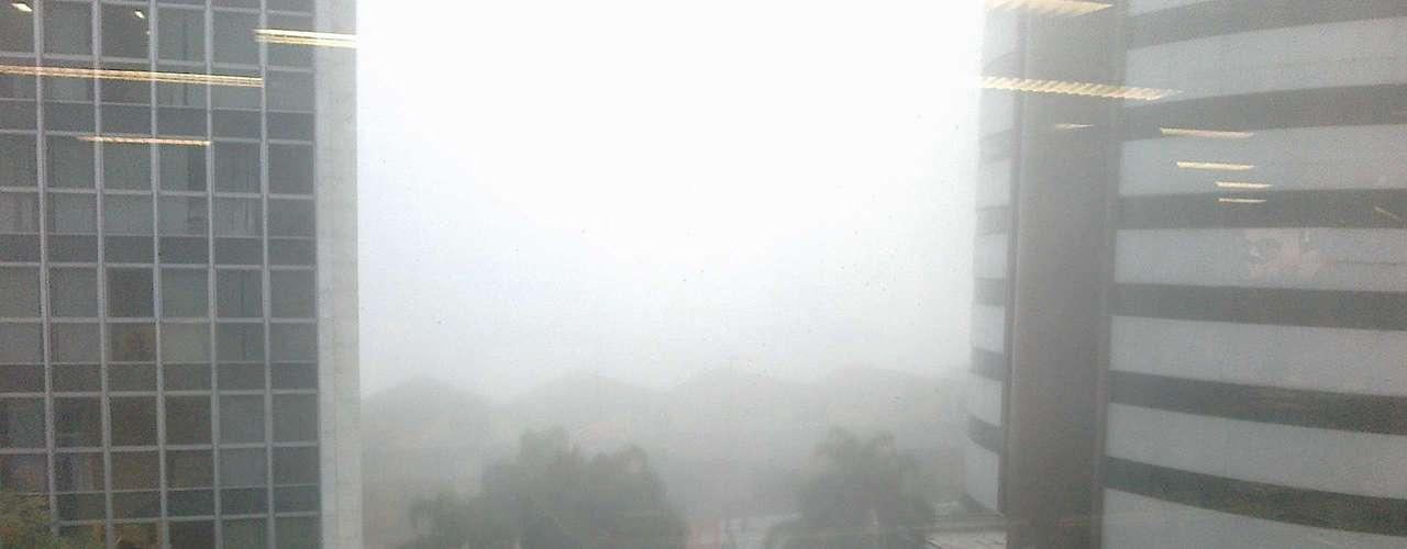 24 de abril Densa neblina atingiuPorto Alegre no início da manhã desta quarta-feira