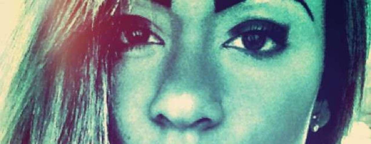 Ela postou foto com efeito em que aparece maquiada