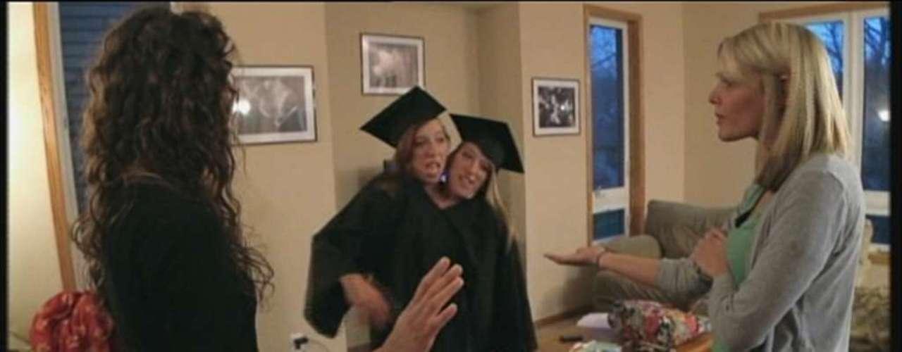 As gêmeas siamesas Abby e Brittany Hensel, de Minnesota, nos Estados Unidos, se formaram na Universidade Bethel e estão começando uma carreira como professoras primárias