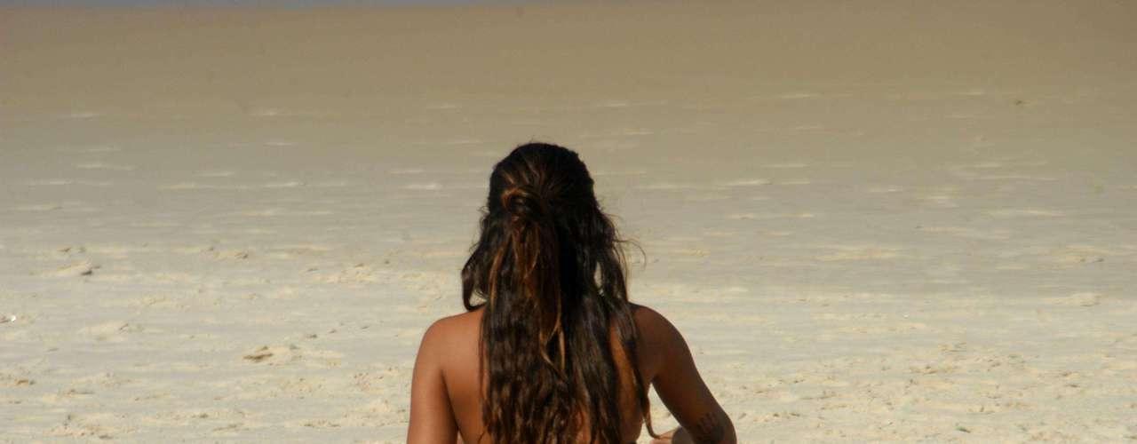 26 de abril Jovem aproveita a praia de Ipanema, no Rio de Janeiro, em um dia de calor. As temperaturas chegaram a 29°C na capital fluminense nesta sexta-feira