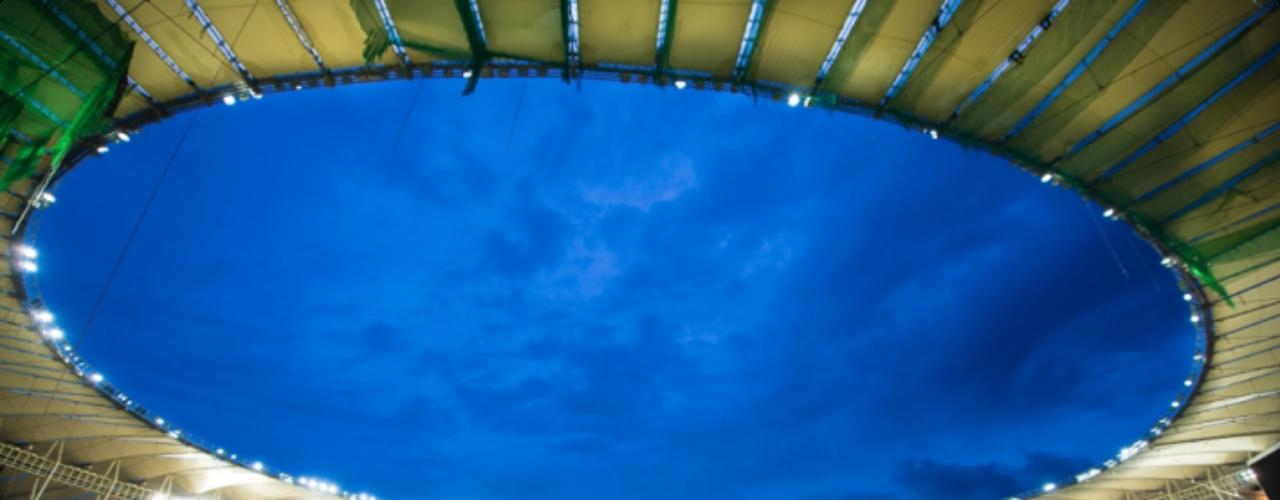 27 de abril: Maracanã está pronto para seu primeiro evento-teste, um amistoso entre Amigos de Bebeto e Amigos de Ronaldo. Estádio ainda receberá outras duas partidas antes da Copa das Confederações
